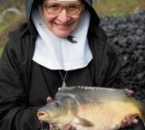 Klasztorne karpie jeszcze są do kupienia. Zadowolą smakoszy, poratują benedyktynki.