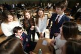 Maturzyści sprawdzają egzaminatorów. Złożyli rekordowo dużo wniosków o wgląd w swoje prace. Kiedy opłaca się złożyć odwołanie?