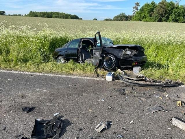Najbardziej ucierpiał kierowca audi, 52-letni mieszkaniec Sierpca, który trafił do szpitala
