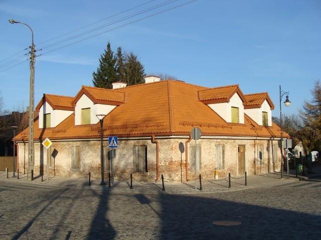 Dom staromiejski w Supraślu, decyzją wojewódzkiego konserwator zabytków, do rejestru zabytków województwa podlaskiego został wpisany w 1966 roku. Na zdjęciu zabytek już z nowym dachem