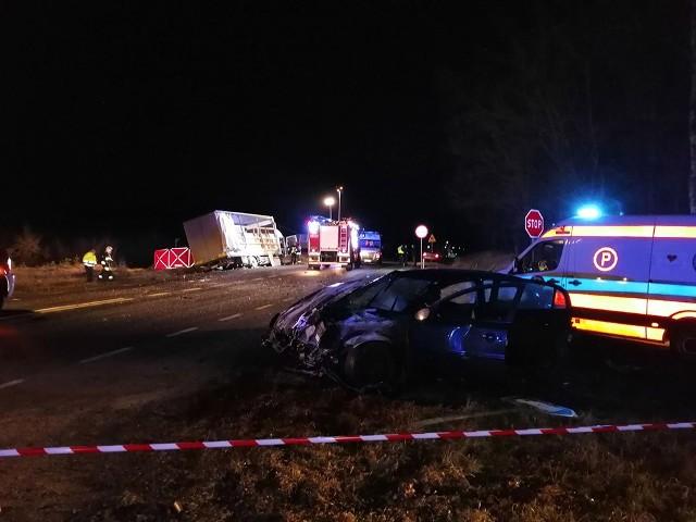 """Jak poinformowała mł. asp. Renata Dąbrowicz-Kozłowska, rzeczniczka nowosolskiej policji, do wypadku doszło na skrzyżowaniu dróg wojewódzkich nr 333 (stara """"trójka"""") z 283, między miejscowościami Rejów i Lasocin."""