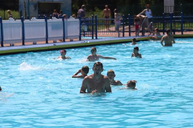 Tak odpoczywaliśmy na basenie w Sielcu i na Stawikach w lipcu 2020. Zobacz kolejne zdjęcia. Przesuń zdjęcia w prawo - wciśnij strzałkę lub przycisk NASTĘPNE