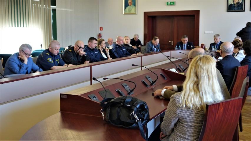 Dwa podejrzenia koronawirusa w Koszalinie. W ratuszu zebrała się Komisja do Spraw Bezpieczeństwa i Porządku Publicznego [WIDEO]