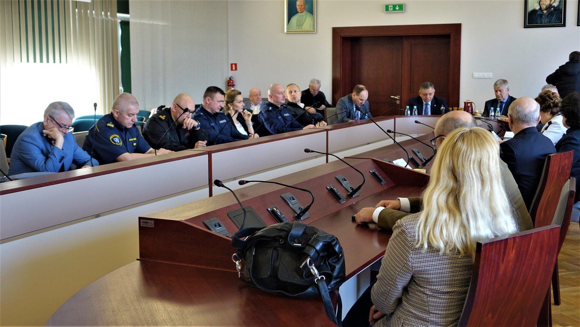 Dwa podejrzenia koronawirusa w Koszalinie. W ratuszu zebrała się Komisja do Spraw Bezpieczeństwa i Porządku Publicznego [WIDEO] | Głos Koszaliński