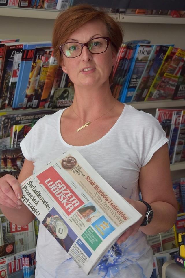 Anna Łysek ze sklepu Kram w Drezdenku mówi, że w okolicy przydałoby się więcej ścieżek rowerowych.