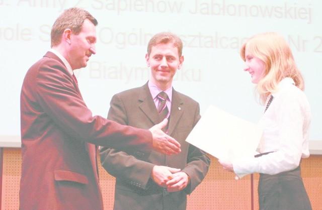 - Część pieniędzy przeznaczę na naukę. A za resztę kupię sobie ubrania - zdradza Joanna Gawryluk z II LO w Białymstoku (na zdjęciu z prawej).