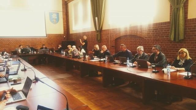 Radni poparli wniosek wiceprzewodniczącego rady Kamila Cichego. Postanie analiza: odkupić kino, czy je unicestwić.