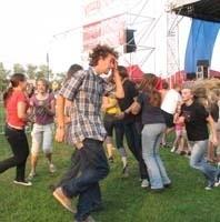 Tak szalała publiczność podczas koncertu augustowskiej grupy Jabberwocky. Potem było już tylko goręcej.