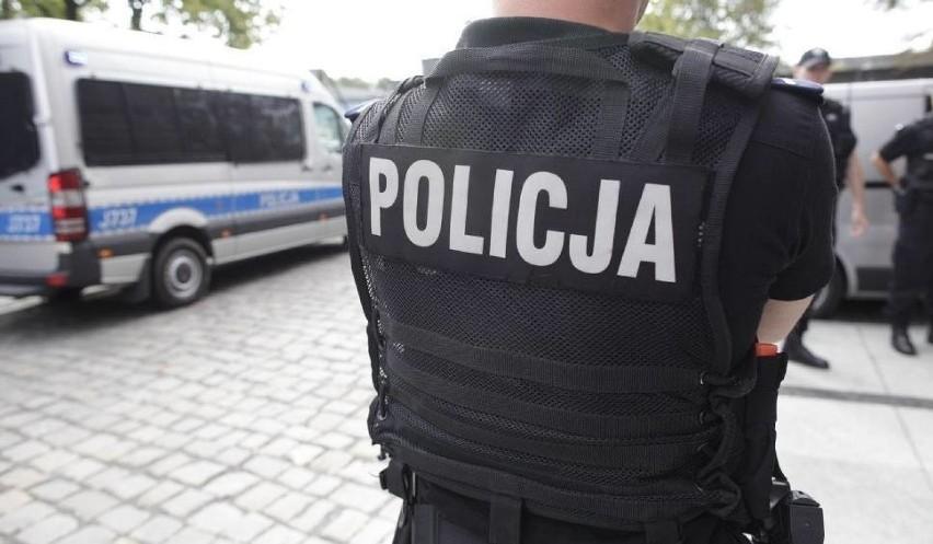 Policjanci interweniowali przed jednym z lokali wyborczych w Sarbinowie.