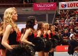 Sopot. Cheerleaderki ozdobą koszykarskich derbów Trójmiasta (wideo)