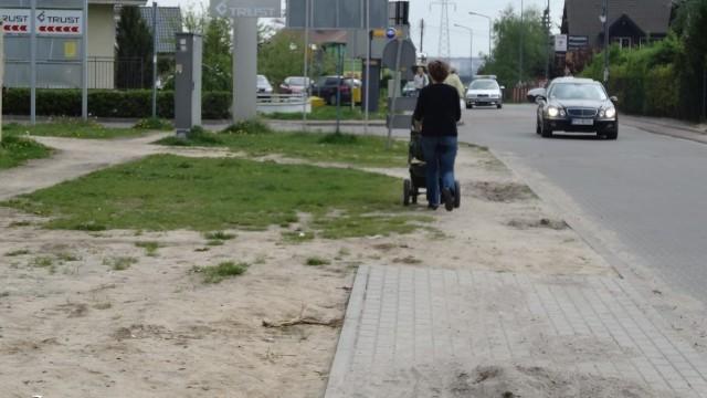 Naramowice: Kuriozalny chodnik bez początku i bez końca