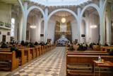 Sondaż: Czy księża powinni być sądzeni za molestowanie dzieci?