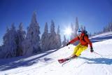 Wiosna wcale nie musi oznaczać końca sezonu narciarskiego. Wyjazd na narty wiosną tańszy nawet o 30 proc.