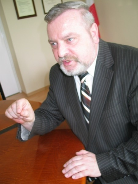 - Radni powiatu, nauczyciele, rodzice i uczniowie mają prawo wiedzieć, jakie są plany starostwa wobec słubickiego liceum - grzmiał na sesji radny Aleksander Kozłowski