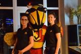 Jaga Pizza&Bistro w Białymstoku już działa! Wielka pszczoła Jagiellonii zrobiła furorę na otwarciu (ZDJĘCIA)