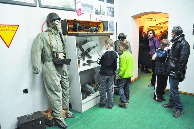 Na otwarciu wystawy w Muzeum Ziemi Piskiej nie zabrakło najmłodszych miłośników militariów.