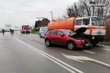 Wypadek w Świętoszówce. Ciężarówka czołowo zderzyła się z samochodem osobowym na drodze Bielsko-Biała - Cieszyn