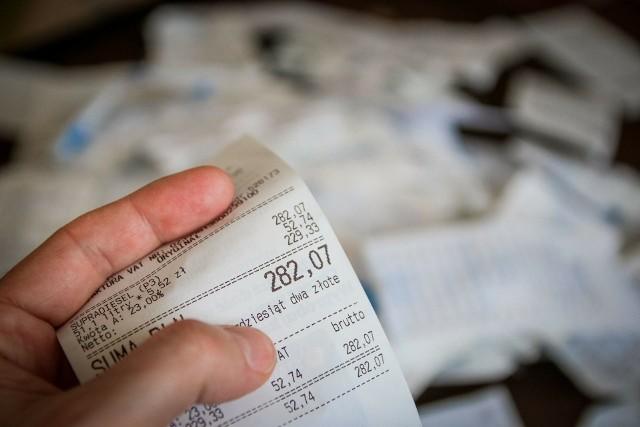 Przedstawiamy informacje o nowych podatkach, podwyżkach dotychczas obowiązujących. Zobacz, co podrożeje i za co zapłacimy więcej od 1 stycznia 2021 r. Źródło informacji: portal Pit.pl