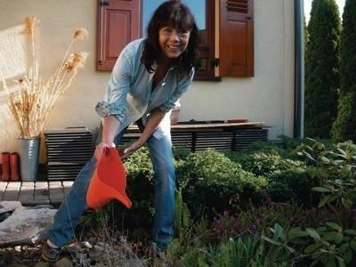 Krystyna Podleska pielęgnuje swój ogród w podkrakowskich Zielonkach Fot. Łukasz Grzymalski