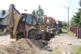 Trwa kolejny etap budowy kanalizacji sanitarnej w ulicach Polnej i Wesołej w Brzezinach