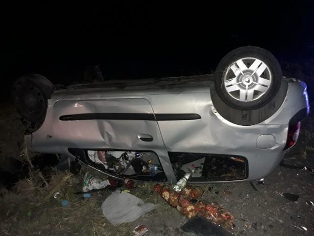 W pobliżu dyskoteki w Rowiskach Starych kilka dni temu zderzyły się w nocy dwa samochody osobowe. Autami podróżowało sześć osób.