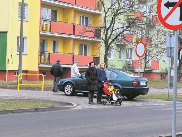 Wielu kierowców nic sobie nie robi z ustawionych znaków drogowych i barierek zagradzających wjazd. Inni narzekają, że są zmuszeni do długich objazdów. MZD jest zdania, że poprawi się bezpieczeństwo.