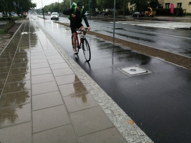 Ostatnim oddanym w tym roku do użytku odcinkiem była droga rowerowa łącząca ul. Jugosłowiańską ze Słoneczną