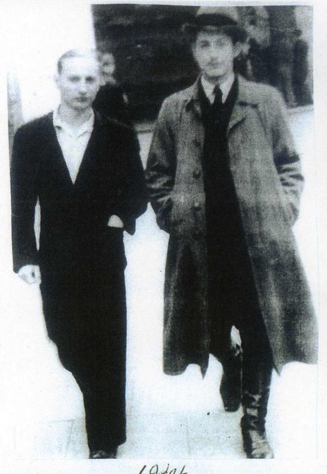 """Eugeniusz Andrzejewski (z prawej) krótko przed rozpoczęciem operacji """"Ostra Brama""""."""