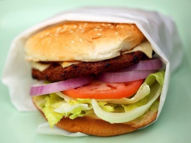 Droższy będzie hamburger na wakacjach. W górę idąc eny mięsa, pieczywa, owoców i warzyw. Fot. sxc.hu