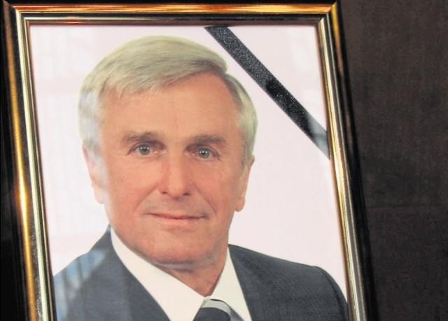 Eugeniusz Berezowiec urodził się 26 lutego 1944 roku w Bielsku Podlaskim. Zmarł 25 listopada 2013 roku. Burmistrzem był od roku 2002.