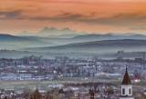 Tatry widziane z Podkarpacia. Na pierwszym planie Jasło, w tle Rysy. Piękne zdjęcia internauty