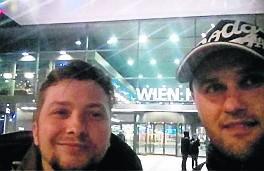 Paweł Jabłoński z kolegą Sławomirem Partyką postanowili zwiedzić wszystkie stadiony piłkarskie z bogatą historią.