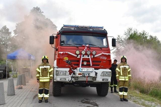 Strażacy z Zychorzyna w gminie Rusinów mają teraz nowy wóz bojowy.