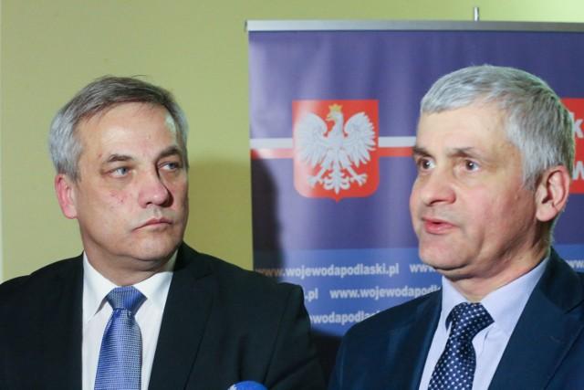 Wiceministrowi Jerzemu Szmitowi (z lewej) towarzyszył wczoraj wojewoda podlaski Bohdan Paszkowski