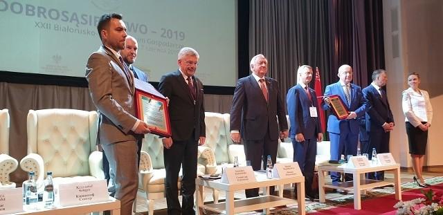 Nagrodę odebrał Tomasz Poskrobko, dyrektor eksportu Unibep SA (na zdjęciu pierwszy z lewej).