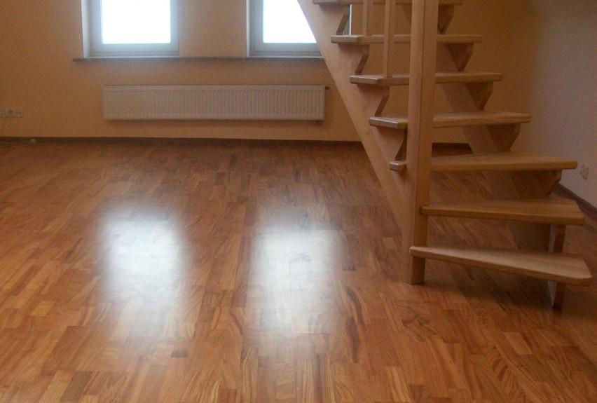 Drewniane schody zabiegowe w mieszkaniu...