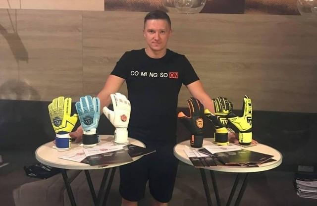 Wojtek Małecki i jego nowe wyzwanie - jego firma produkuje piłkarskie rękawice