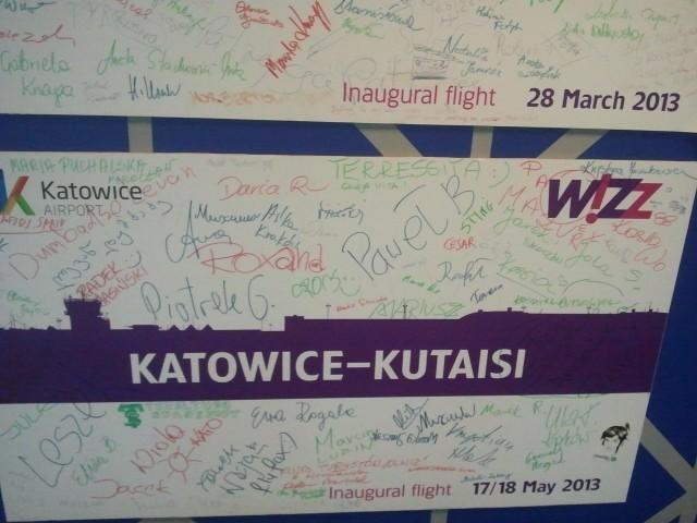 Pyrzowice: pierwszy lot. Inauguracje tras. Wizz Air, Ryanair. Zdjęcia tablic lotów inauguracyjnych, lotnisko Katowice Pyrzowice