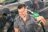 Ceny paliw w Polsce i Europie. Tankujemy taniej niż inni? Zobacz, na ile litrów Pb95 wystarczy płaca minimalna