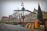 Na Rynku już budują sceny na sylwestra. Kto wystąpi?