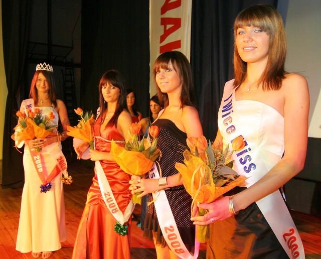 miss12Cztery najpiekniejsze niedzielnych wyborów. Stoją od prawej: Marta Dobrowolska, Basia Konczewska, Michalina Kot i Natalia Rózynska