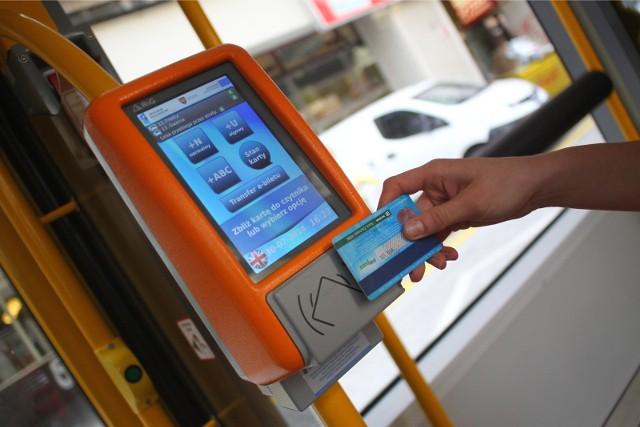 Kartę PEKA można doładować a autobusie, jeśli nie będzie to możliwe za pośrednictwem Internetu