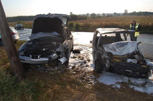 Auta spłonęły po zderzeniu