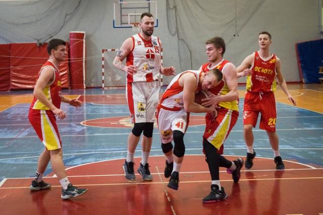 Koszykarze Tura (na biało) stają przed niezwykle ciężkim zadaniem pokonania krakowskich akademików