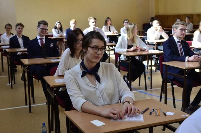 Egzamin z języka polskiego na poziomie podstawowym jest obowiązkowy dla wszystkich uczniów.