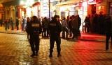 Poznań: Akcja policji na Starym Rynku - mandatami ukarali ponad 160 osób i to w jeden weekend!