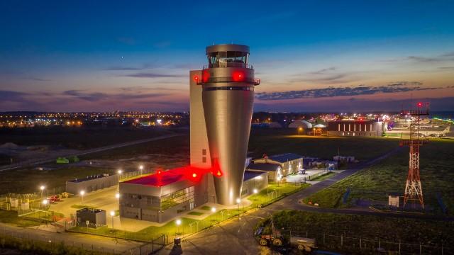 Nowa wieża kontroli lotów. Pyrzowice idą na rekord. Już mają więcej pasażerów niż w 2017 roku