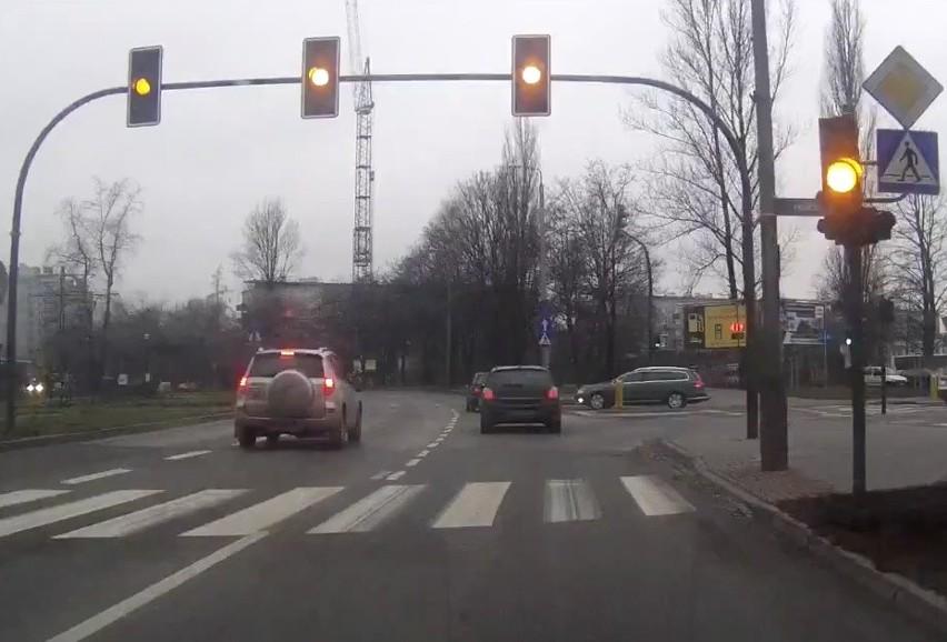 Kraków. Kierowcy się skarżą: Nowe światła utrudniają jazdę [WIDEO]
