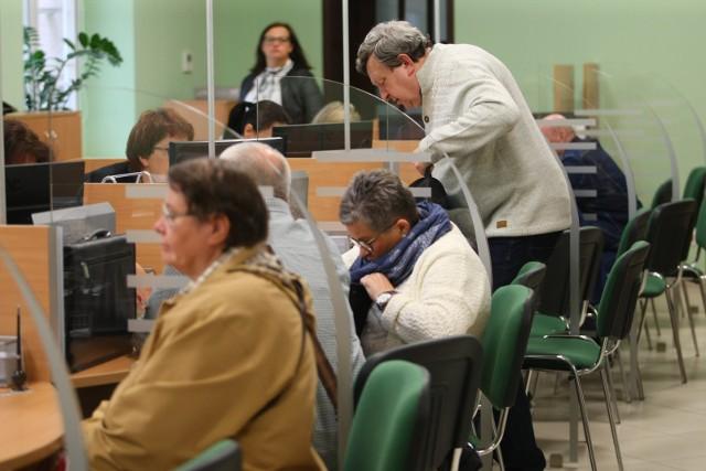 Osoby, które pobierają emerytury lub renty przed wkroczeniem w wiek emerytalny muszą uważać, aby nie stracić całości lub części świadczenia.