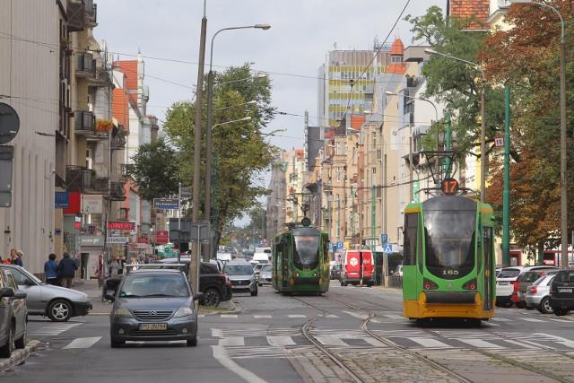 W niedzielę rano doszło do awarii torowiska na ul. Dąbrowskiego. Z tego powodu tramwaje będą jeździły objazdami.